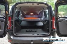 Dacia Logan heruntergeschwenktes Auto-Himmelbett Schlaffertig Heckansicht